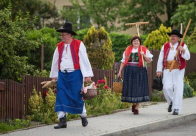 Nová tradice ve Velíkové na Zlínsku: Sekání louky kosou